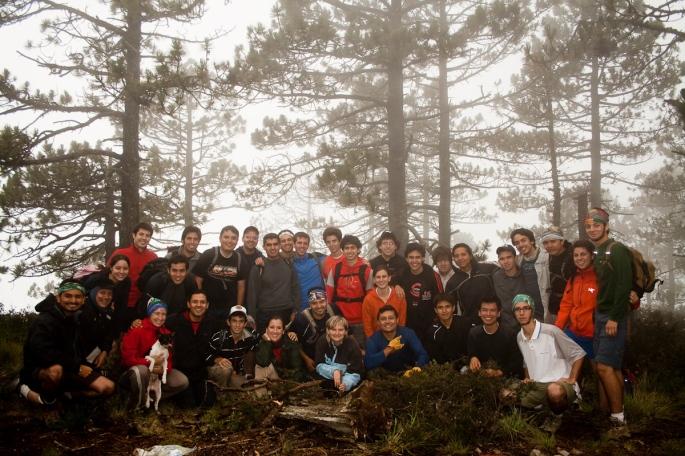 Grupal en cumbre. Fotografía por Roberto de los Santos.