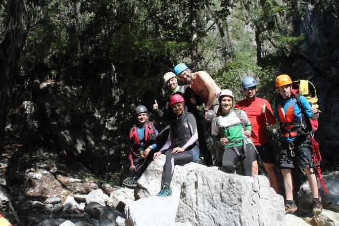 Grupo saliendo del cañón